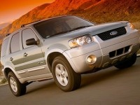 Ford Escape model 2010, mid-size SUV