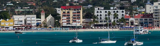 Beach front resorts at St. Martin, ©chris favero/Flickr