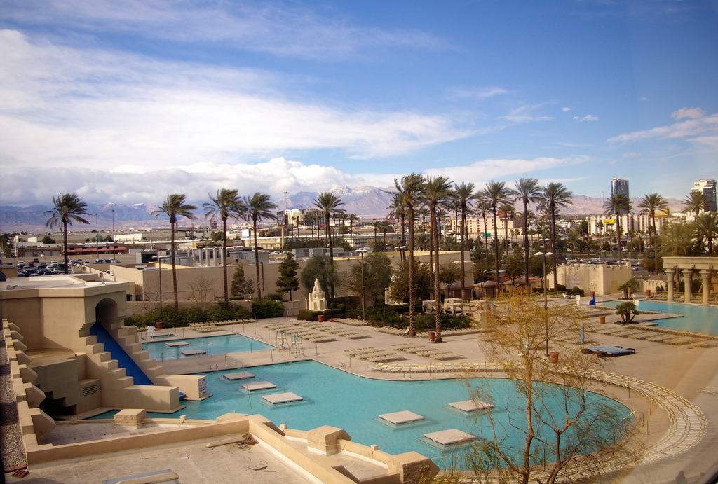 3 star luxor hotel and casino in las vegas for 39 for Pool spa show vegas 2015