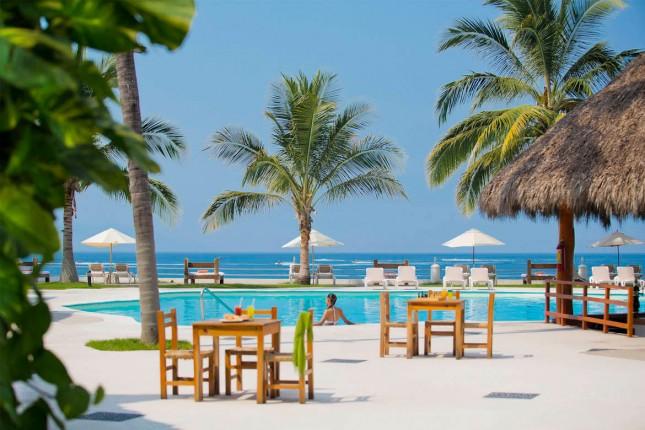 Plaza Pelicanos Club - pool view