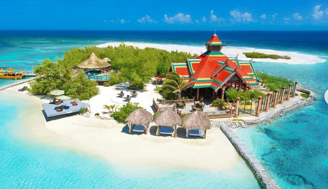 Sandals Royal Caribbean - private beach