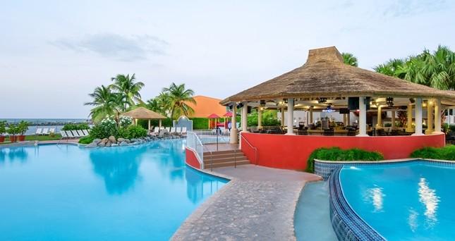 Pool at Embassy Suites Dorado del Mar