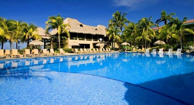 Pool view at Flamingo Beach Resort