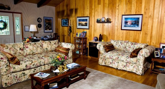 Main living room at Red Bud Cove Bed and Breakfast Suites