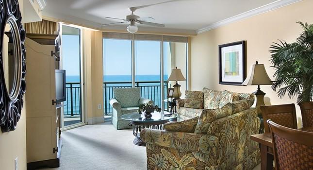 Living room in a suite at Mar Vista Grande