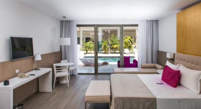 Swimout suite at Platinum Yucatan Princess