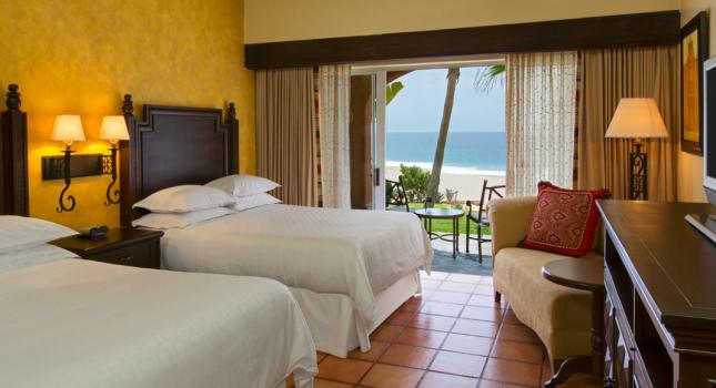 Deluxe Room at Sharaton Hacienda del Mar